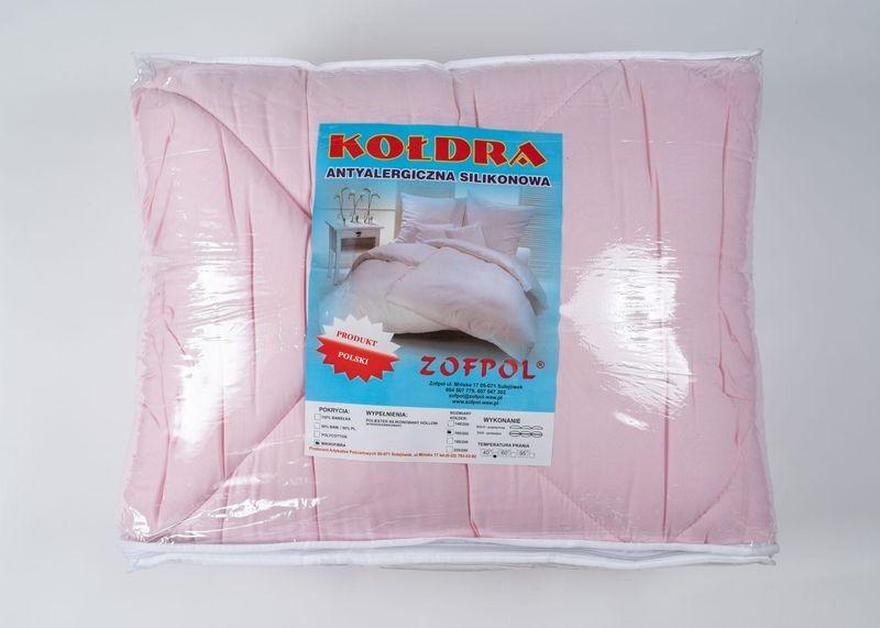 różowa całoroczna kołdra w opakowaniu