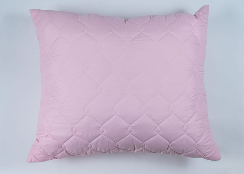 różowa poduszka z mikrofibry kwadratowa